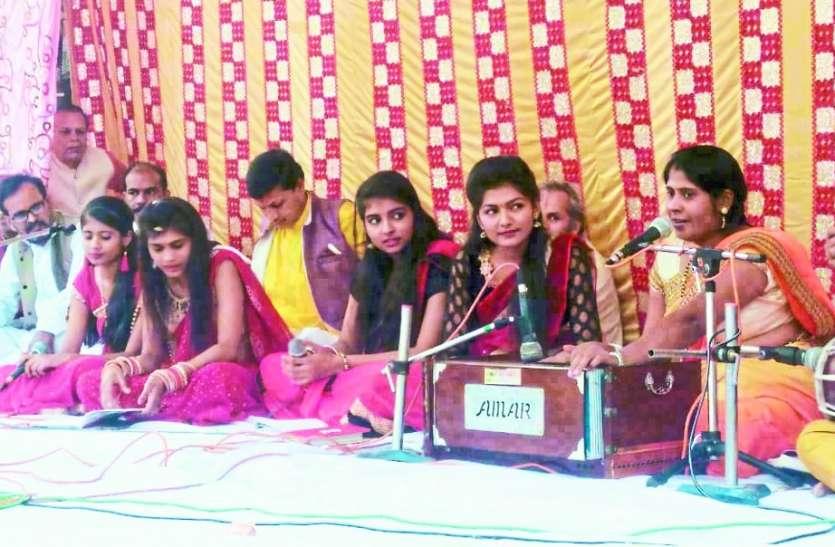 तुलसीदास महोत्सव: आदिवासी लोक कला पर आधारित गीतों ने कार्यक्रम में बांधा समा, ये प्रस्तुत रही आकर्षण का केन्द्र