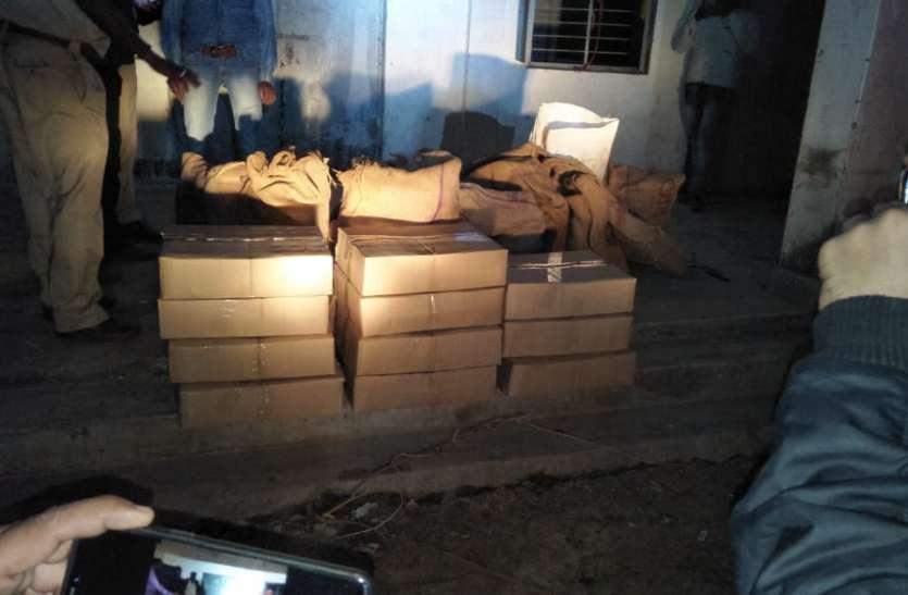 शासकीय भवन में रखी गई 27 पेटी अवैध शराब जब्त