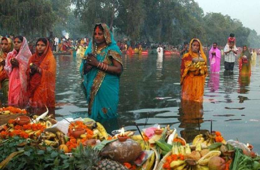 Chhath Puja 2018: 13 नवंबर को मनाया जाएगा छठ, पूजा में जरूर रख लें ये सामग्री