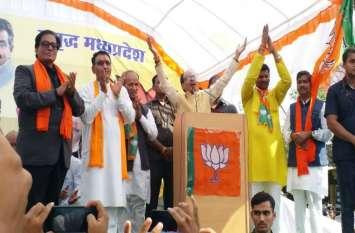 भाजपा और कांग्रेस के पांचों विधानसभा प्रत्याशियों के नामांकन दाखिल करवाने पहुंचे शिवराज और दिग्विजय