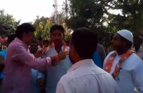 Rajasthan Election 2018 : कांग्रेस को झटका, एक साथ दो लोगों ने छोड़ी पार्टी, मंत्री राजेंद्र राठौड ने ऐसे किया स्वागत