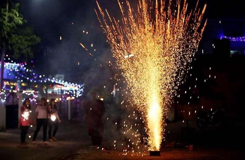 सुप्रीम कोर्ट का आदेश : रात 10 बजे बाद पटाखे फोडऩे वालों को पुलिस ने दबोचा