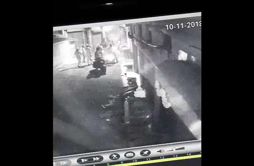 डिस्पोजल गोदाम में लगी आग पर बमुश्किल पाया काबू,लेकिन सीसीटीवी फुटेज देखकर पुलिस भी हैरान