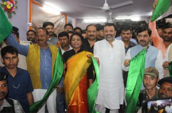 हावड़ा-भागलपुर कविगुरु एक्सप्रेस ट्रेन का परिचालन शुरू,सांसद निशिकांत दूबे ने हरी झंडी दिखाकर किया रवाना