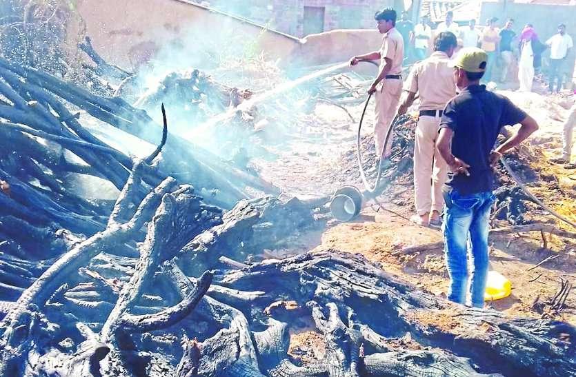 ढाणी में आग से घरेलू सामान जलकर राख