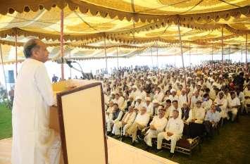 भाजपा के बयान पर पूर्व मुख्यमंत्री गहलोत का पलटवार, कहा बीजेपी राज में बिके जिला प्रमुख व यूआइटी चेयमैन के पद