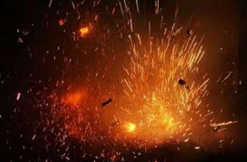 रंजिश की आग में जल रहे शख्स ने एक युवक के पेट पर फोड़ दिया पटाखा तो दिखा ऐसा नजारा