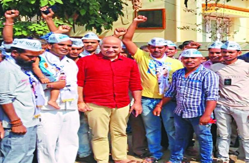 दिल्ली के उप-मुख्यमंत्री सिसोदिया पहुंचे धमतरी, बोले - आप की लड़ाई भ्रष्टाचारियों से