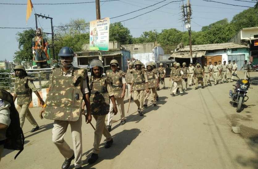 चुनावी माहौल में शांति व सुरक्षा के लिए पुलिस ने निकाल फ्लेग मार्च