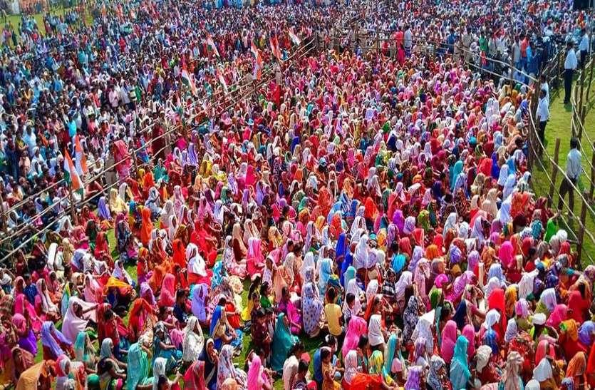 कांग्रेस की चुनावी सभा में 25 हजार से अधिक उमड़ी भीड़, राहुल गांधी बोले-रमन सरकार को इस बार उखाड़ फेकें