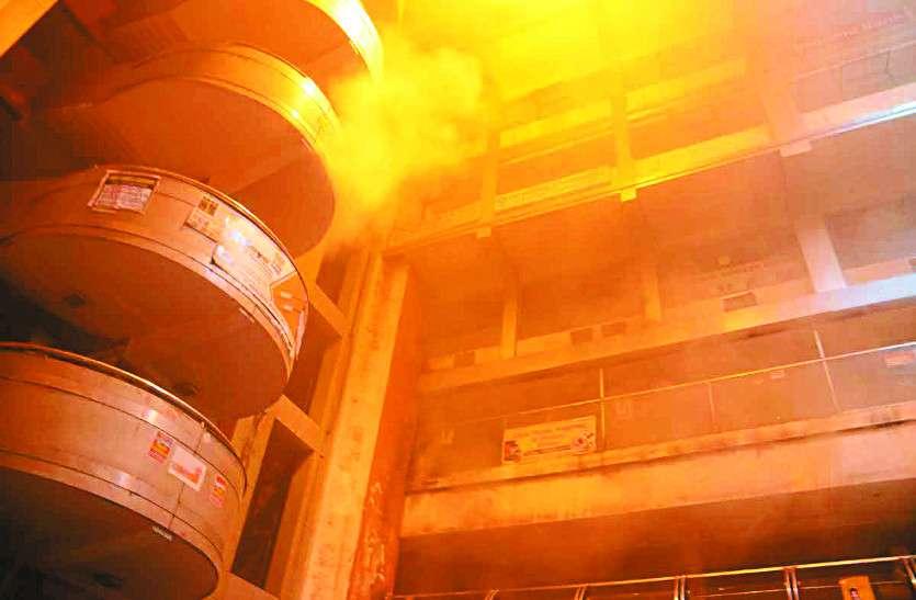 दुकान में दीया जलाकर चला गया कारोबारी, सबसे बड़े व्यवसायिक परिसर में लगी आग