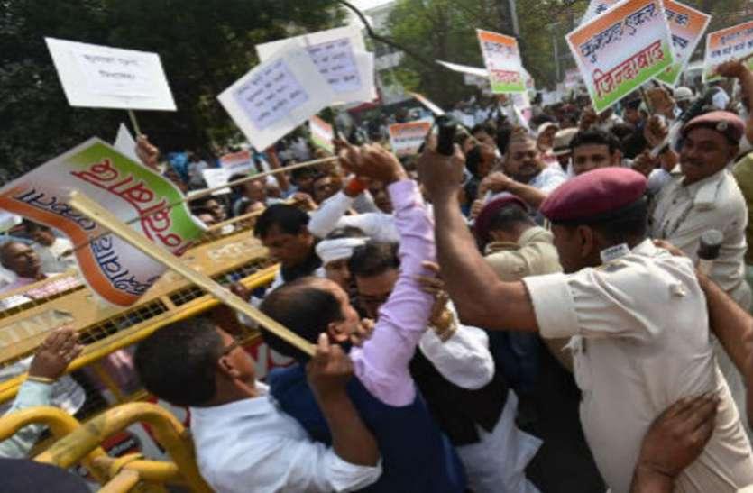 बिहार: JDU और RLSP के बीच बढ़ी तकरार, प्रदर्शन कर रहे कुशवाहा समर्थकों पर पुलिस ने बरसाई लाठियां