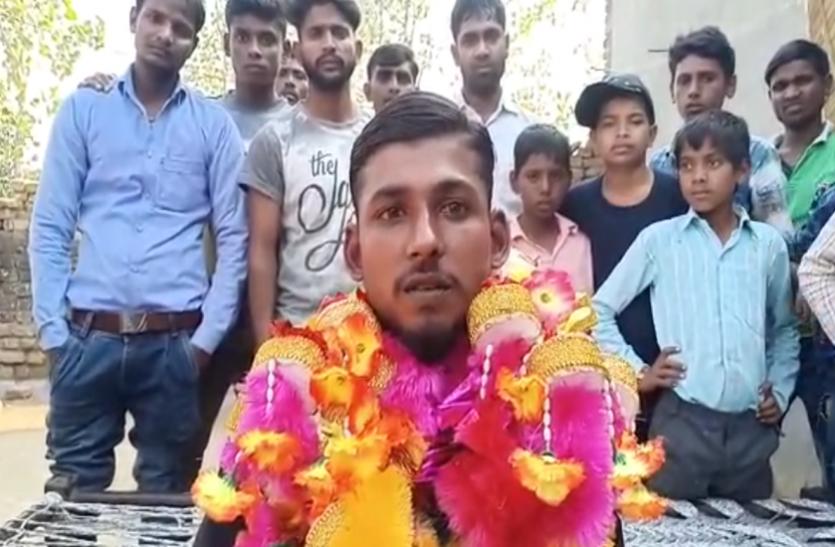 विक्लांगता और पिता की मौत के बाद भी नहीं डिगा हौसला, राष्ट्रीय क्रिकेट टीम का बना सद्स्य
