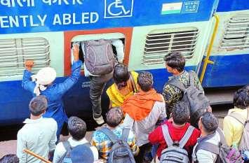 PICS : अब ट्रेनों में छठ पूजा पर भीड़-भड़क्का