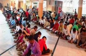 मंदिरों में अन्नकूट प्रसादी पाने उमड़े लोग