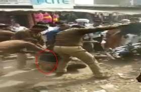 दरोगा समेत तीन पुलिसकर्मियों ने बीच सड़क पर युवक को बेरहमी से पीटा, वीडियो वायरल