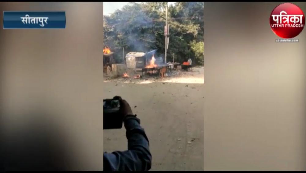 अवैध पटाखा दुकान में लगी आग, आग से बाजार की कई दुकानों का सामान जलकर खाक