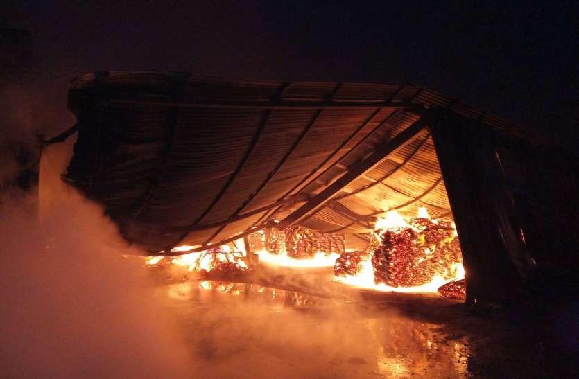 कालाडेरा की प्लाईवुड फैक्ट्री में भीषण आग