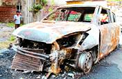 गुंडागर्दी : इस कॉलोनी में जला दिए 40 वाहन