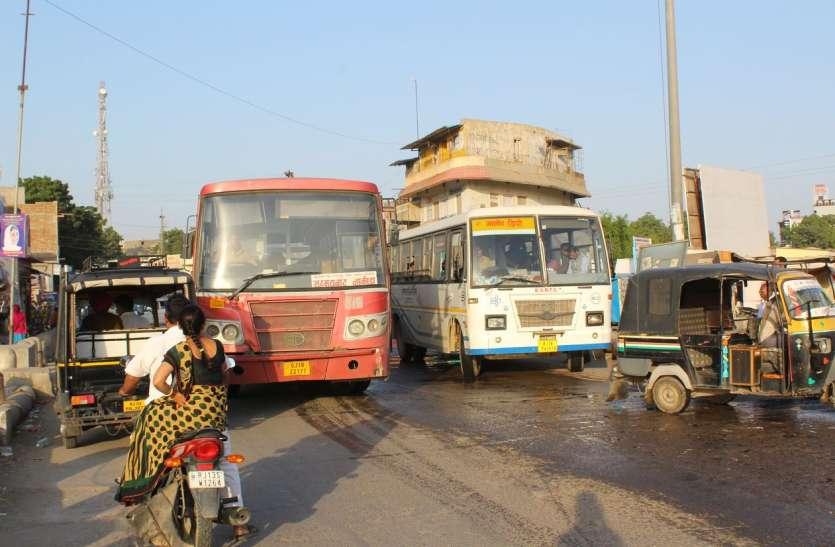 मुख्य मार्ग से बसों का संचालन, हर दिन परेशानी का सबब