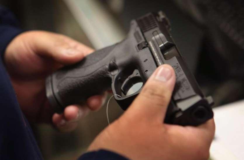 नहीं छूटता हथियारों से मोह.... चुनाव में भारी पड़ सकती है लापरवाही