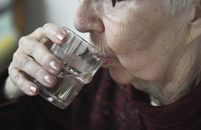 यूरिन इंफेक्शन में पीएं ज्यादा पानी, खाएं संतरा