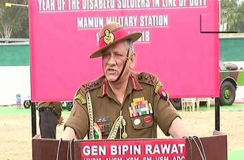 जम्मू कश्मीर में हर किसी से बातचीत को तैयार लेकिन आतंकियों से नहीं: सेना प्रमुख