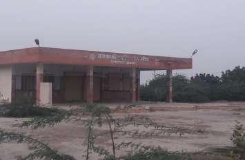 राजस्थान का रण : जन-मन नायक - अस्पताल में चिकित्सक नहीं, बस अड्डे पर नहीं दिखती बसें
