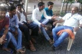धरमपुरी में असंतुष्टों की मान-मनौव्वल में जुट गए पार्टी पदाधिकारी