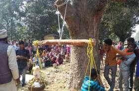 अंधविश्वास की पराकाष्ठा! पिता के सामने ही 10 साल के बच्चे को तराजू में बिठाया और फिर... तमाशबीन बने ग्रामीण, देखें वीडियो