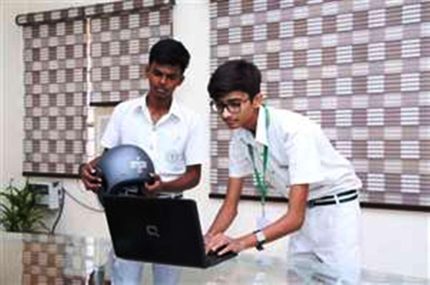 अजब-गजब का स्मार्ट हेलमेट,लगाने पर स्टार्ट होगी बाइक