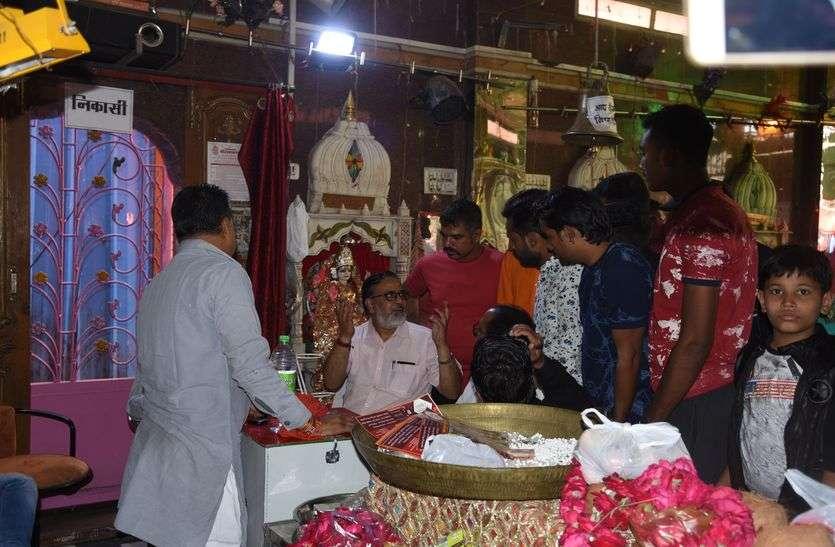 महालक्ष्मी मंदिर में श्रृंगार के लिए चढ़ाई थी एक करोड़ से अधिक की नकदी