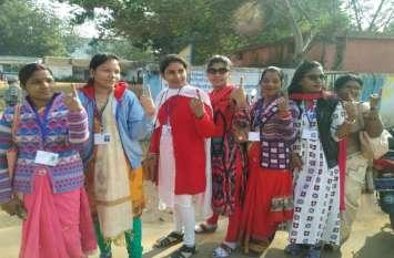छत्तीसगढ़ विधानसभा चुनाव: वोट देने के बाद महिलाओं में दिखा उत्साह