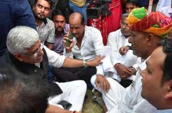 भाजपा की सूची जारी होने के बाद अपने चहेते विधायकों को टिकट ना मिलने से नाराज कार्यकर्ताओं ने किया खूब हंगामा जमकर की नारेबाजी,देखें तस्वीरें
