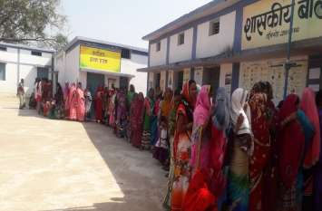 Chhattisgarh Election : राजनांदगांव जिले में दोपहर 12 बजे तक 33 फीसदी मतदान : Video