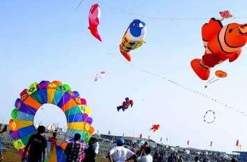 PICS : सुवाली बीच से आसमान में छाईं रंग-बिरंगी पतंगें
