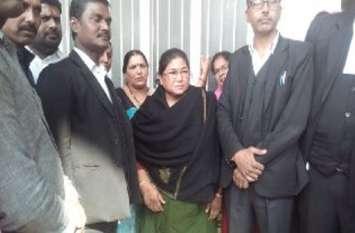 सपा की दबंग पूर्व विधायक विजमा यादव ने कोर्ट में किया सरेंडर,विधायक पति की सरे राह हुई थी एके 47 से हत्या