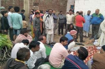 यूपी में दलित युवक की पीट-पीटकर बेरहमी से हत्या, देखें वीडियो-