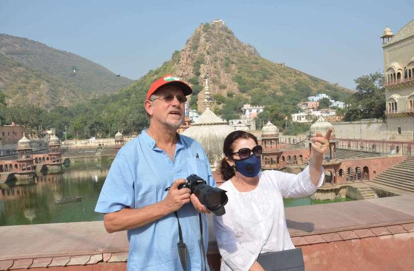 विदेशी पर्यटकों पर मेहरबान बांधवगढ़ पार्क के डायरेक्टर को नोटिस