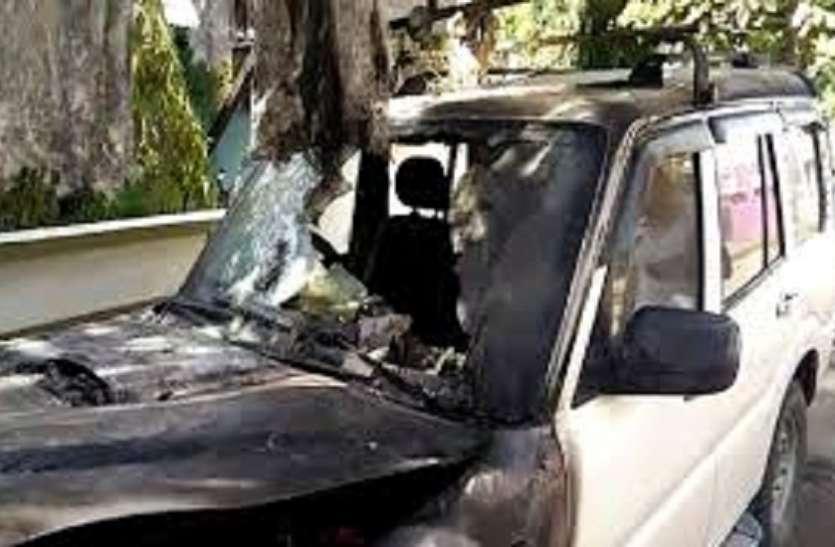 वाहन जलाने वाली युवती को भेजा जेल
