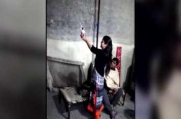 Video: देर रात पटाखों की जगह घर में महिलाआें आैर पुरुषों ने एेसे मनार्इ दिवाली, अब पुलिस ने शुरू की कड़ी कार्रवार्इ