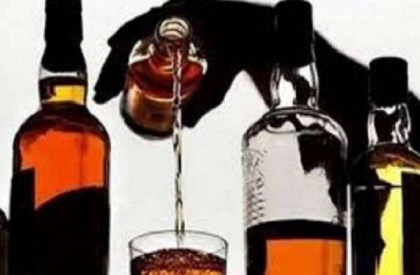 शराब बेच रही महिला ने किया पुलिस पर हमला