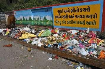 PICS : आतिशबाजी से निकला २००० टन कचरा