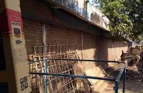 साईंखेड़ा में खाली पड़ी करोड़ों की 13 दुकानें