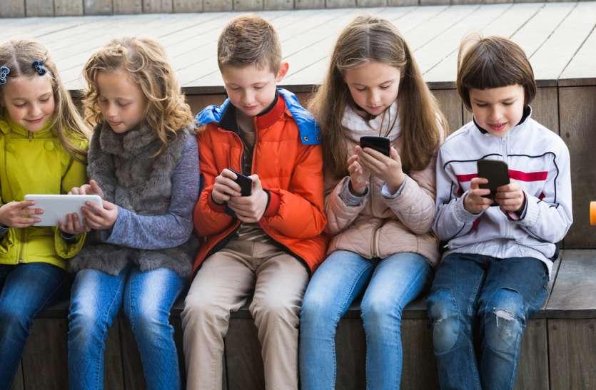सोशल मीडिया बच्चों की जिंदगी तो बदल रहा पर हमें नजर  भी रखनी होगी