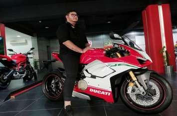 55 लाख रुपये देकर Ducati की शानदार Bike का भारत में इकलौता मालिक बना ये शख्स