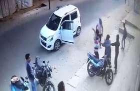 कोचिंग के बाहर छात्र की लात घूसों से की बुरी तरह पिटाई, वीडियो हुआ वायरल