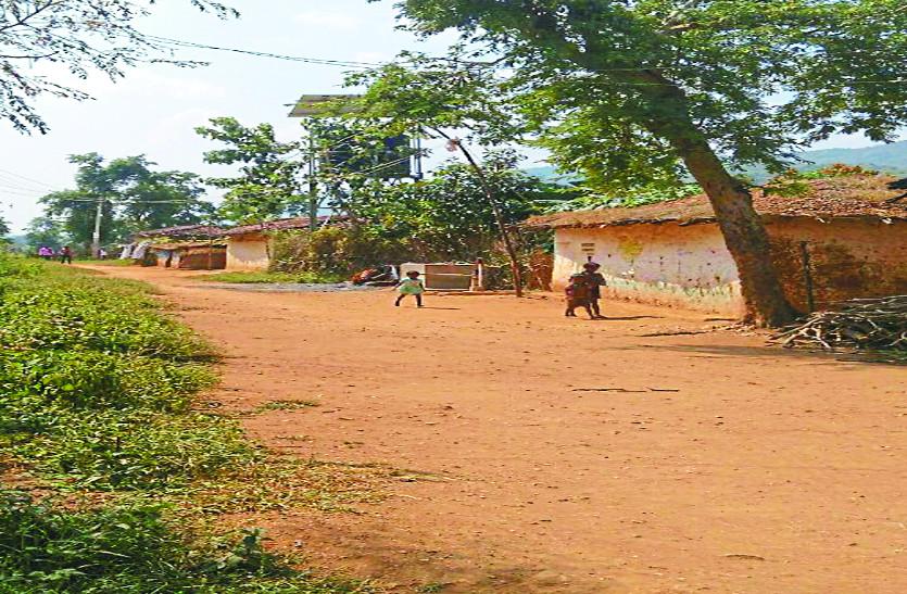 लोकतंत्र के पर्व पर गांवों में छाया सन्नाटा, मतदान को लेकर जागरुकता की कमी