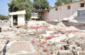 लहसुन के कचरे से भरी पड़ी मंडी, सफाई ठेकेदार पर मंडी प्रशासन मेहरबान