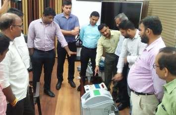 वीवीपेट मशीन से दिया वोटिंग प्रशिक्षण